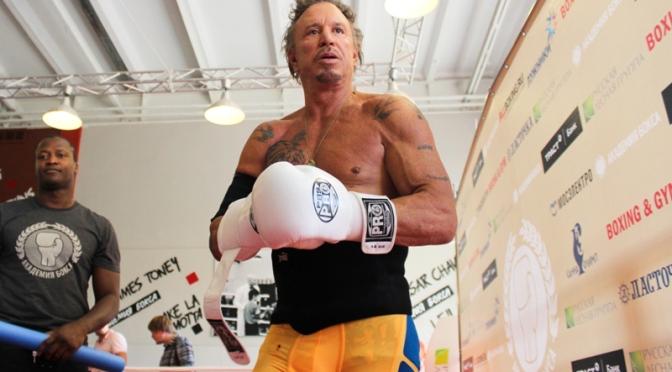 Микки Рурк возвращается на ринг с поддержкой Путина