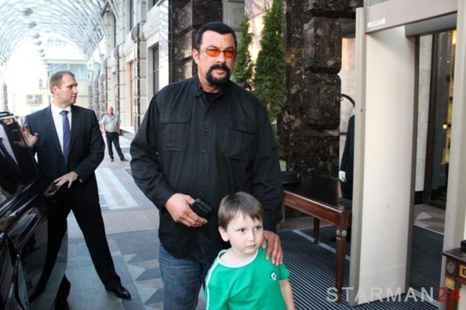 Стивен Сигал приехал в Москву на чеченскую свадьбу