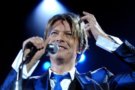 bowie-02-performs-7_119660b
