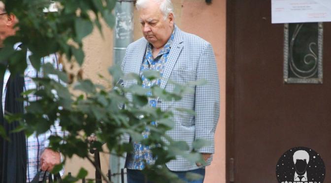 Михаил Державин продолжает гулять, несмотря на проблемы со здоровьем