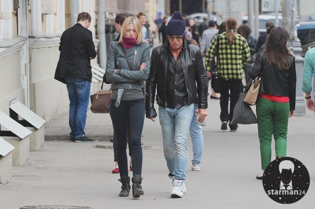 Микки Рурк отдыхает в Москве со своей девушкой