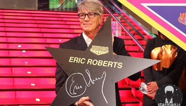 Эрик Робертс получил звезду на Аллее Славы в Москве