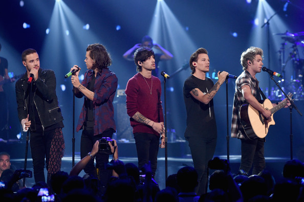 «One Direction» назвали лучшей группой