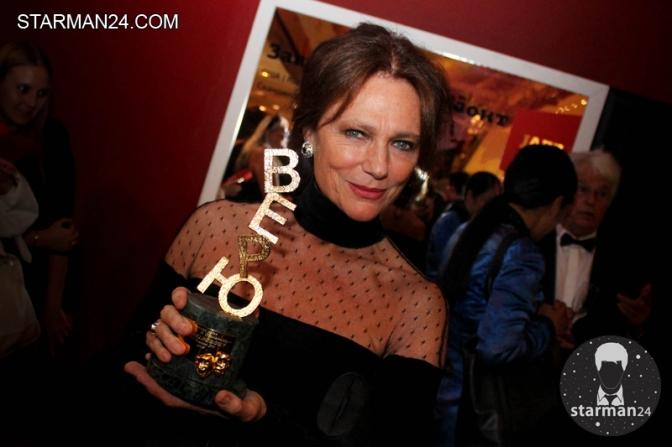 Жаклин Биссет получила в Москве специальный приз