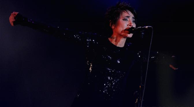 Земфира исполнит песни Виктора Цоя на фестивале «MEGAFONLIVE»