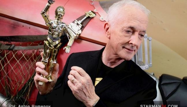 C-3PO посмотрел стенд «Звездных войн» на «Comic Con Russia»