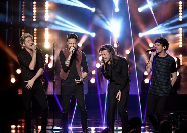 «One Direction» стали лучшими на премии «American Music Awards»