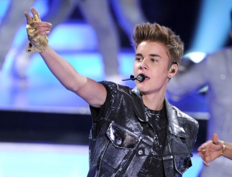 UNIVERSAL CITY, CA - JULY 22: Singer Justin Bieber accepts the Male Summer Music Star award onstage during the 2012 Teen Choice Awards at Gibson Amphitheatre on July 22, 2012 in Universal City, California. (Photo by Kevin Winter/Getty Images)