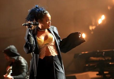 Rihanna+CBS+RADIO+Third+Annual+Can+Survive+vlxEm8SYAAbl