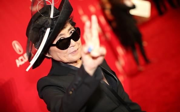 Йоко Оно попала в больницу