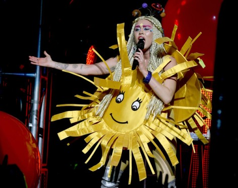 Miley+Cyrus+Miley+Cyrus+Dead+Petz+Perform+L_lNFAXNehql