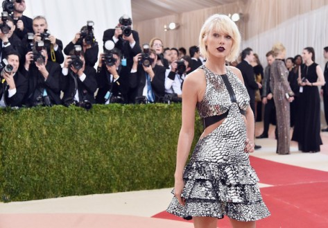 Taylor+Swift+Manus+x+Machina+Fashion+Age+Technology+bI6JHikFiPWl