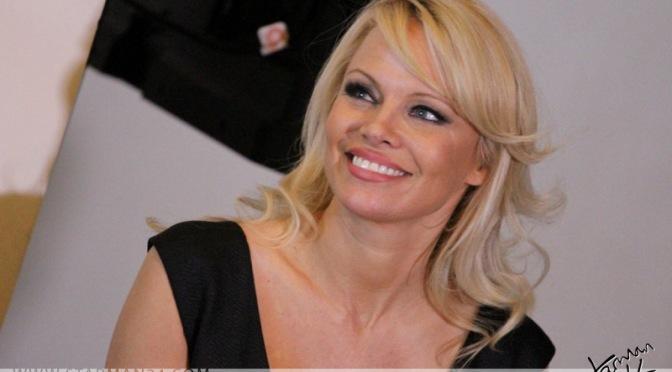 Памела Андерсон прилетела в Москву на благотворительный аукцион