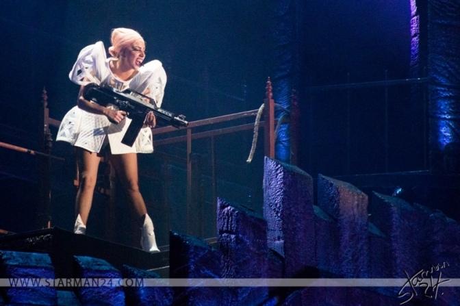 Леди Гага снова помолвлена