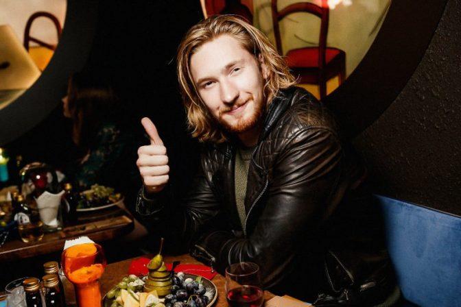 Российские знаменитости посетили «Гримм-бар»