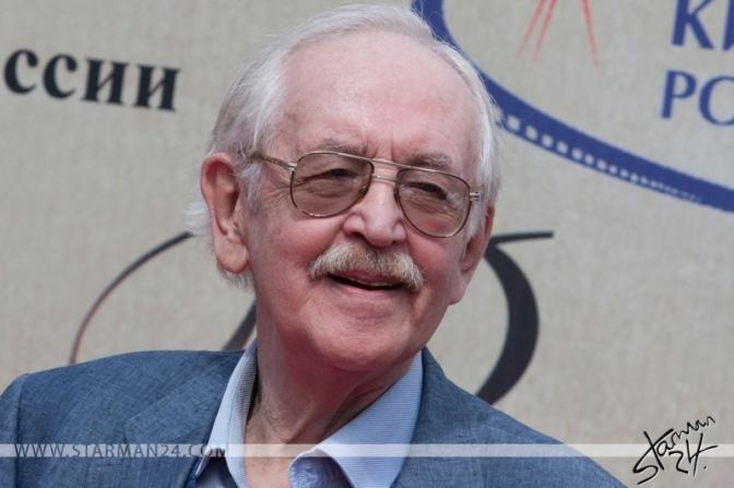Василий Ливанов получил памятный знак на аллее Мосфильма