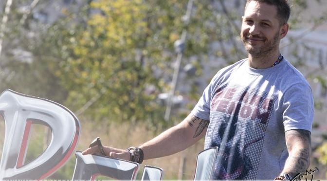 Том Харди представил фильм «Веном» в парке «Зарядье»